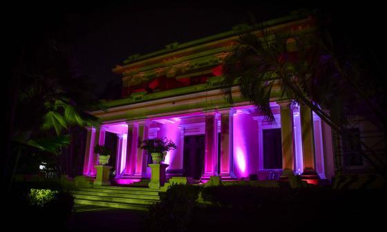 La casa Triple A Prado se viste de rosa contra el cáncer de mama