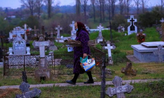 Así creyentes ortodoxos de Rumanía celebran el Jueves Santo