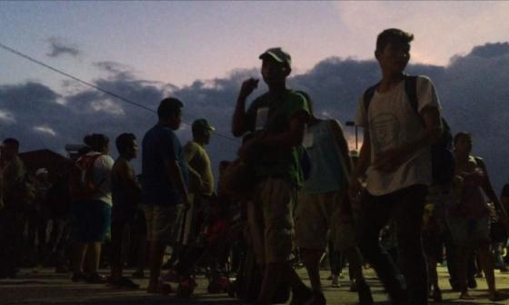 Caravana migrante toma peligrosa ruta en México