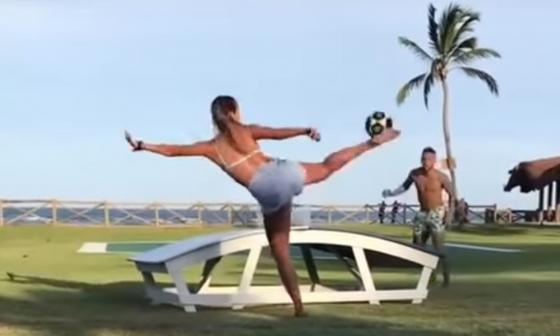 En video   Jugadora de freestyle reta a Neymar en playas de Brasil