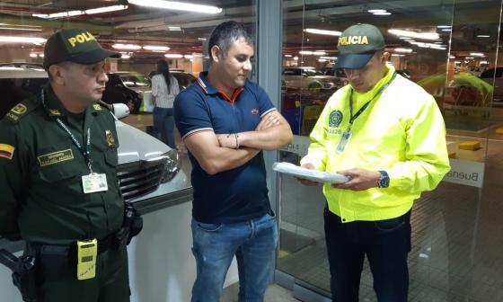 Momento de la captura de Carlos Mario Úsuga, jefe de finanzas del Clan del Golfo