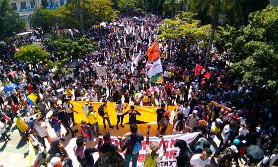 Miles de manifestantes se congregaron en el Paseo Bolívar