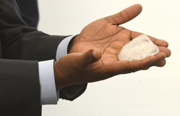 Hallan el tercer diamante más grande del mundo en Botsuana,  África