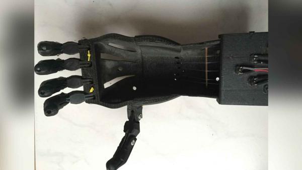 Diseño de un Electromiógrafo implementado en una prótesis de mano.