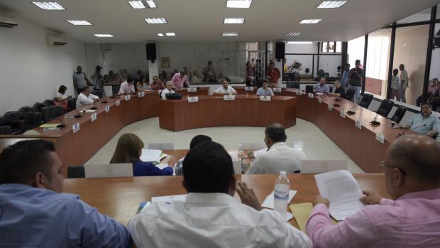 Vista de una sesión del Concejo de Barranquilla. En la mesa directiva aparecen Aissar Castro Bravo y Juan Carlos Zamora Calleja, dos de los investigados.