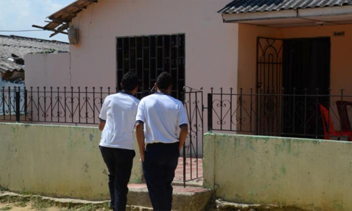 El menor vivía en el barrio Ciudad Modesto, hasta donde llegaron compañeros del colegio que lamentaron su muerte.