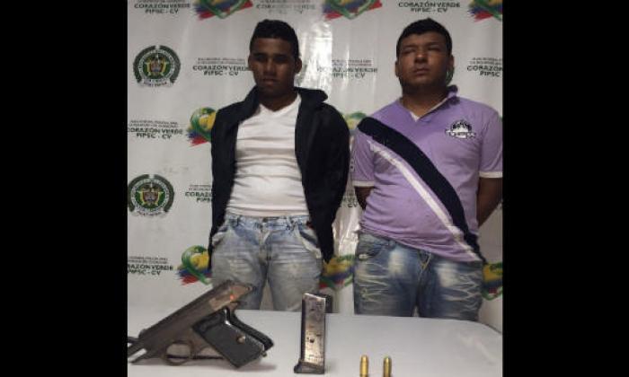 Los dos detenidos fueron conducidos por los policías a la URI de la Fiscalía.
