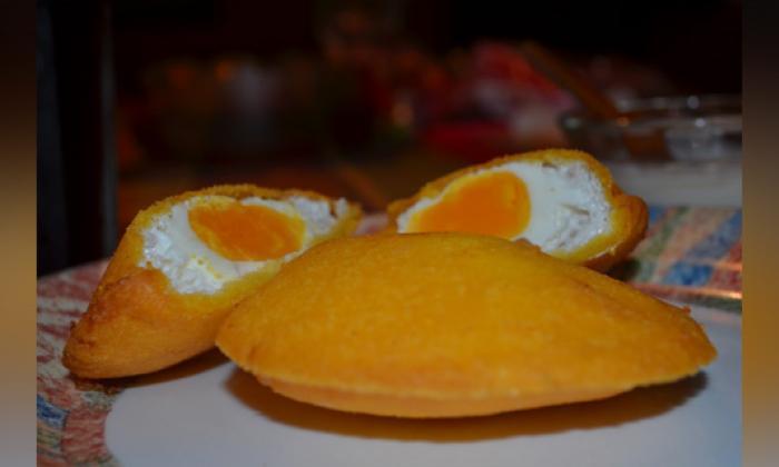 La arepa 'reina pepiada' y la arepa con huevo son las más famosas de Venezuela y Colombia, respecti- vamente.