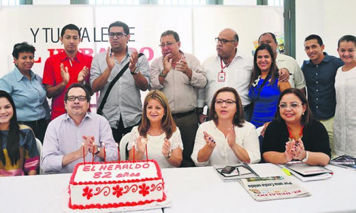 La alcaldesa le cantó el cumpleaños a EL HERALDO.