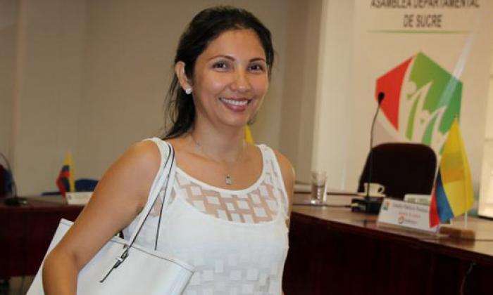 Milene Jarava, esposa de Yahir Acuña, compareció ante la Fiscalía