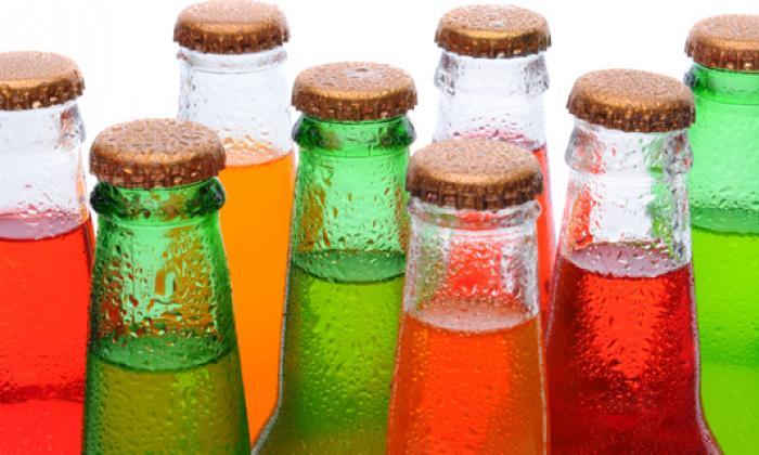 Gaseosas, té y bebidas hidratantes no se venderán en colegios de primaria