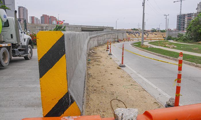 El muro de contención del puente de la carrera 53 aún no está terminado.