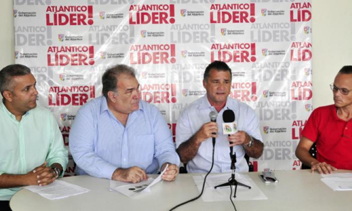 Jaime Espinoza, representante legal del Consorcio F.T.P. (izq.), y Anatolio Santos, secretario de Desarrollo Económico.