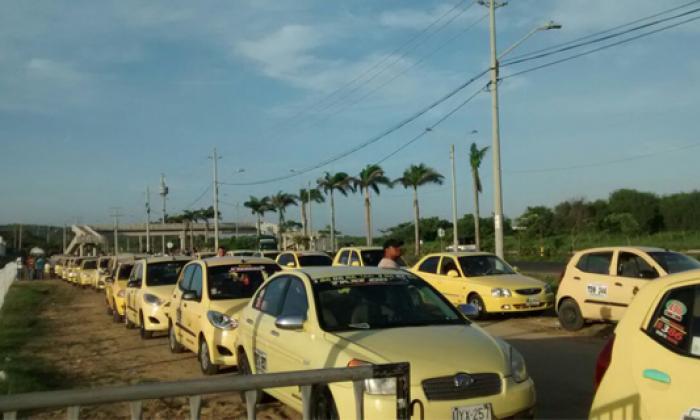 Así viven la protesta de taxistas a través de las redes sociales