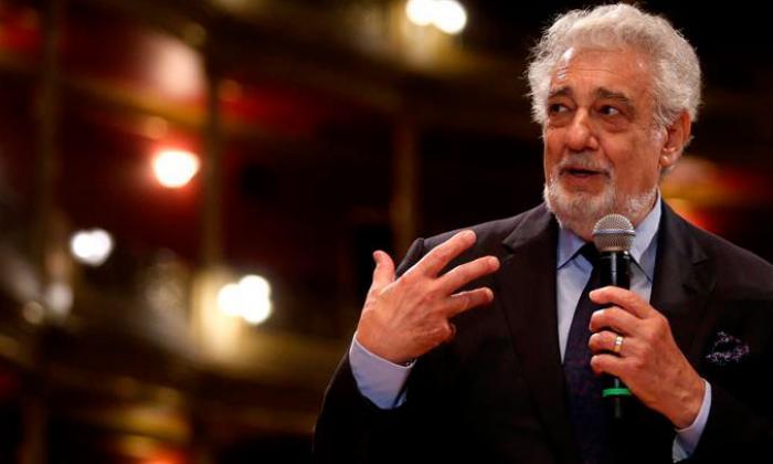 El tenor español Plácido Domingo durante su recorrido por el Teatro Degollado, sede de la vigésima cuarta edición de Operalia, en Guadalajara (México).