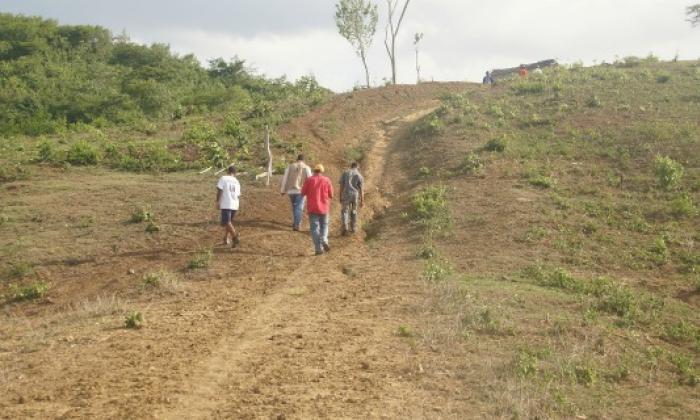 Reclaman 359 hectáreas robadas por 'paras'
