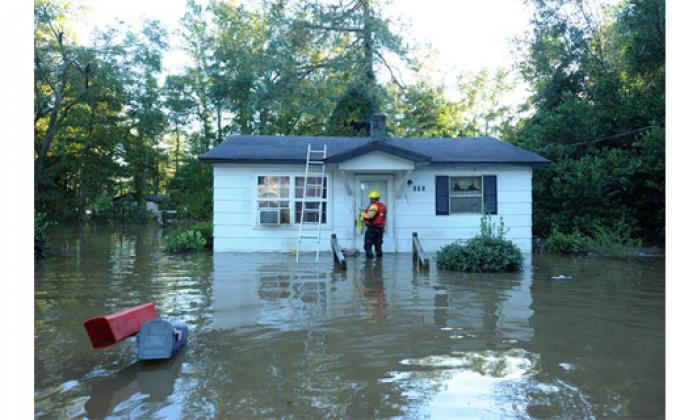 Se elevan a 24 los muertos en Carolina del Norte por huracán Matthew