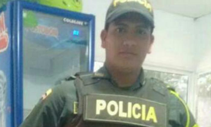 Muere patrullero de la Policía al chocar contra un caballo