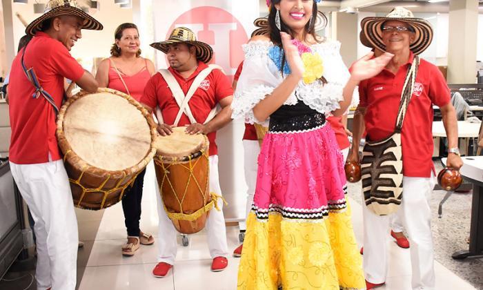 La reina del Carnaval de Santo Tomás, María Fernanda Fontalvo, en una visita a EL HERALDO.