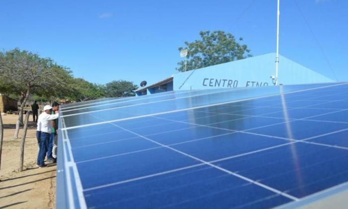 Panel solar en un centro etnoeducativo en La Guajira.
