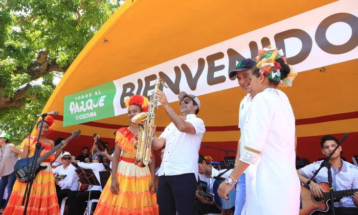 """""""Empuñemos un instrumento musical y no las drogas"""": alcalde Char"""