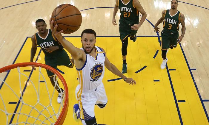 Curry y Warriors doblegan a Utah Jazz en el Oeste