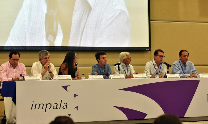De izquierda a derecha, Santiago Pérez, Juan Martín Caicedo, María López, Luis Felipe Lota, Jorge Sáenz, René  Puche y Gustavo Flórez, durante el panel sobre el Plan Nacional de Dragados.