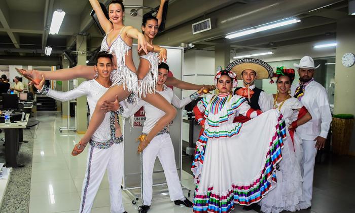 Bailarines de Cali y México, en su visita a EL HERALDO.