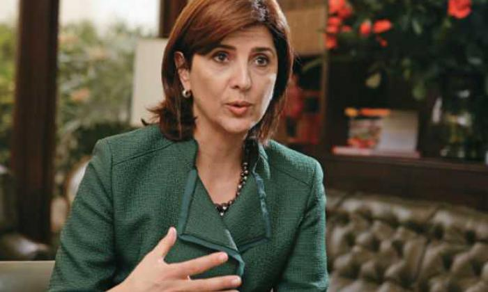 """La respuesta de la canciller María Ángela Holguín al """"híncate ante tu padre"""" de Maduro"""