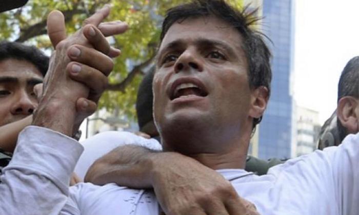 Leopoldo López sale de prisión y está bajo arresto domiciliario