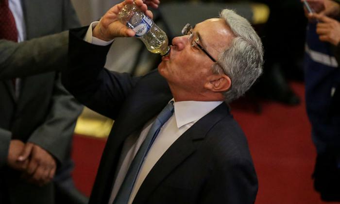 Opiniones divididas frente a 'retractación' de Uribe