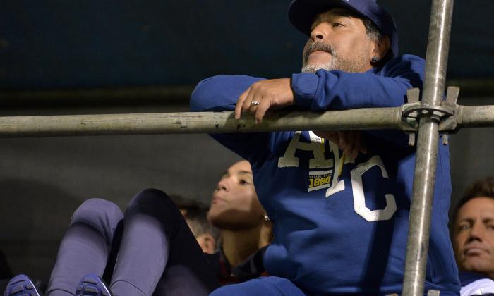 Maradona reafirma apoyo a Maduro y polemiza con Capriles