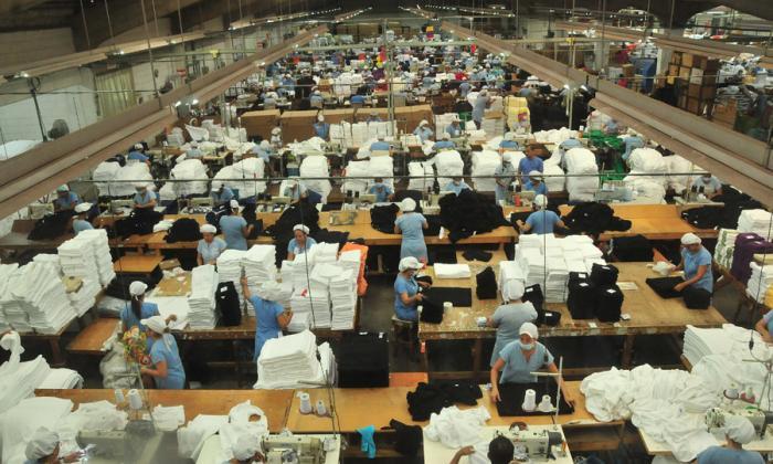 Trabajadores de una empresa del sector textil que opera en la Costa Caribe.