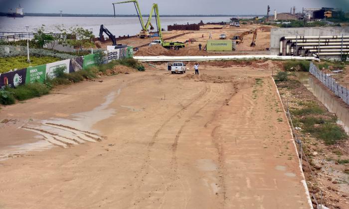 La Avenida del Río ya empezó su construcción detrás del centro de eventos Puerta de Oro.