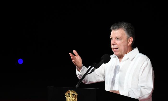 """""""Santo padre, hoy Colombia es un mejor país después de su visita"""": Santos"""