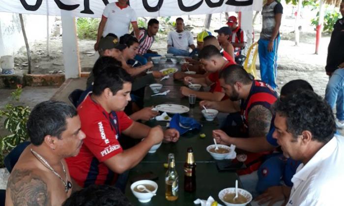 El 'Frente Rojiblanco Sur' le devuelve atenciones a hinchas de Cerro Porteño