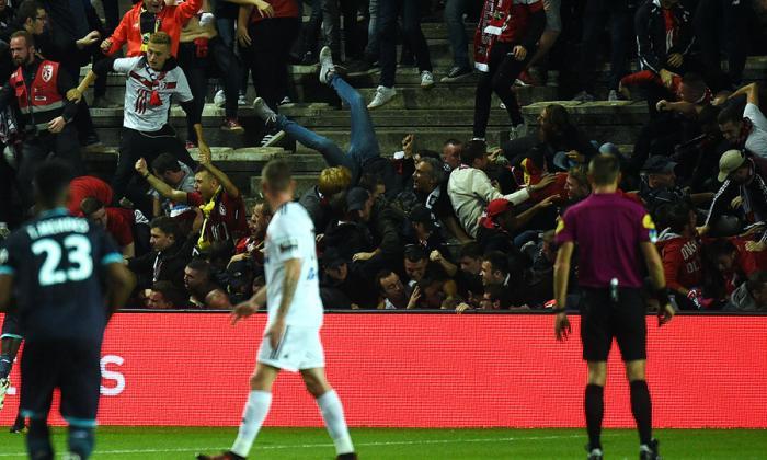 29 heridos dejaría caída de una tribuna en partido de Lille contra el Amiens en Francia