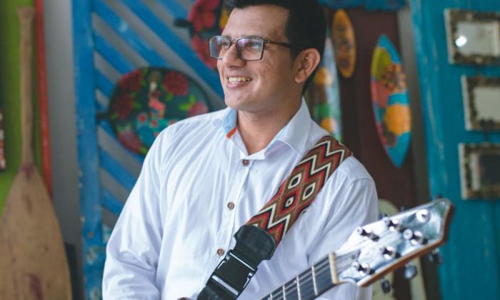 Fuentes Amín además trabaja en la grabación de su primer CD instrumental de porros en guitarra.