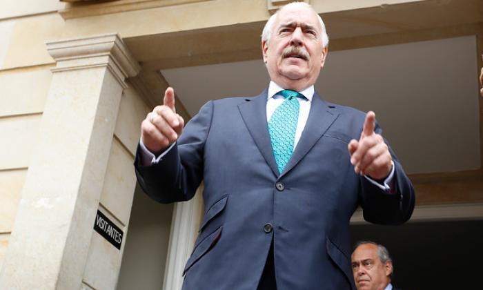 Pastrana propone juicio de indignidad política al presidente Santos