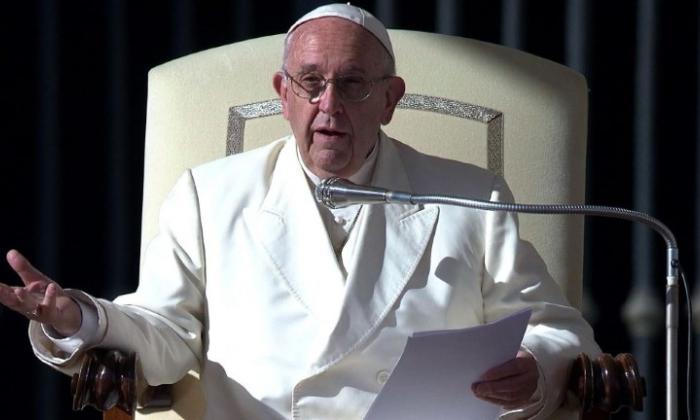 """""""La misa no es un espectáculo"""": papa Francisco critica uso de celulares"""