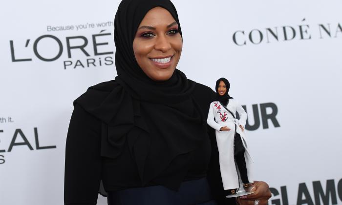 Barbie se pone el hiyab para honrar a esgrimista musulmana