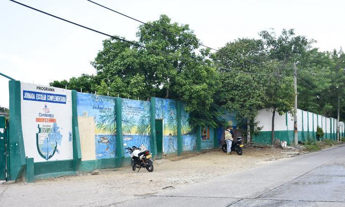 Colegio donde ocurrió el homicidio del joven.