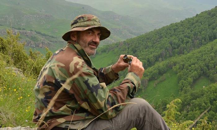 Jean-Louis Maurette buscando al Yeti.