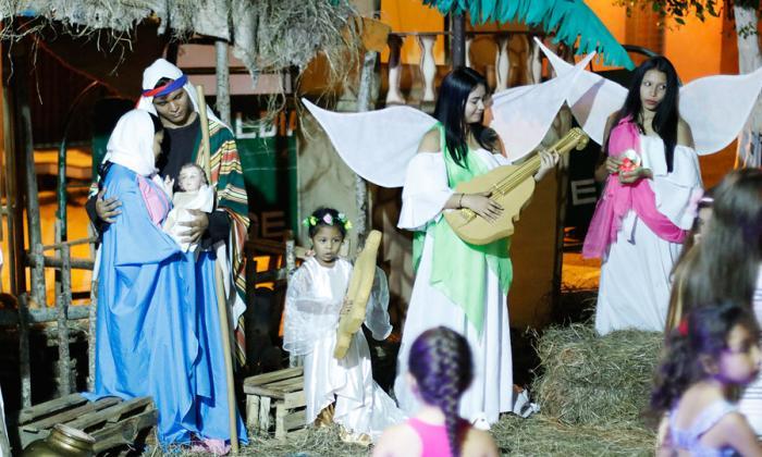 El nacimiento de Jesús está al final del corrido, en medio de cantos alusivos a la Navidad, los que son seguidos por los asistentes.