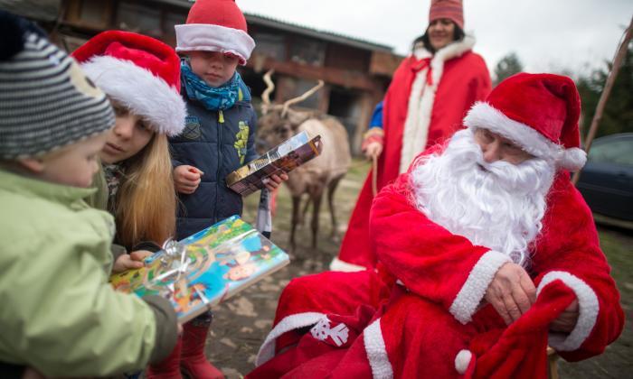 ¡Ho, Ho Ho! Santa Claus recibe las últimas instrucciones para la Nochebuena