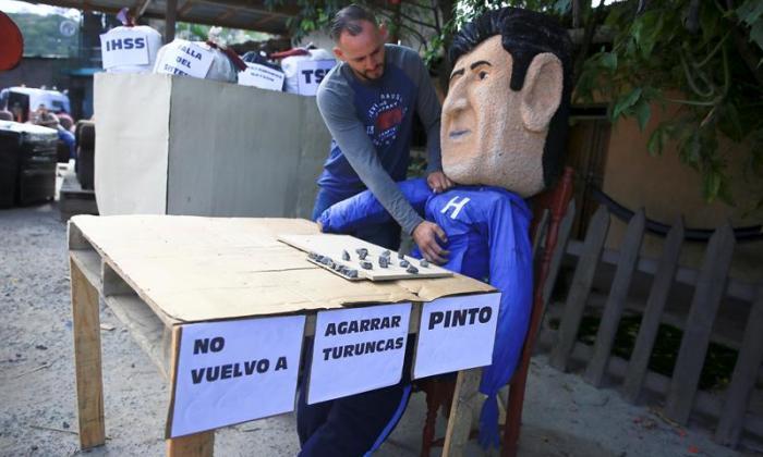 "En Honduras esperan año nuevo para pasar a Pinto a la ""hoguera"""
