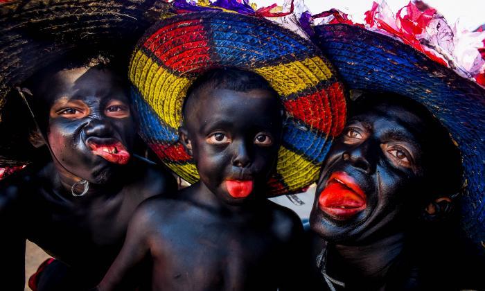 Todos los años Camilo De la Hoz asiste con su hijo y sobrino a los desfiles del Carnaval de Barranquilla.
