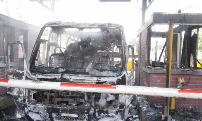 Se incendia un bus en el peaje de Bayunca, Bolívar