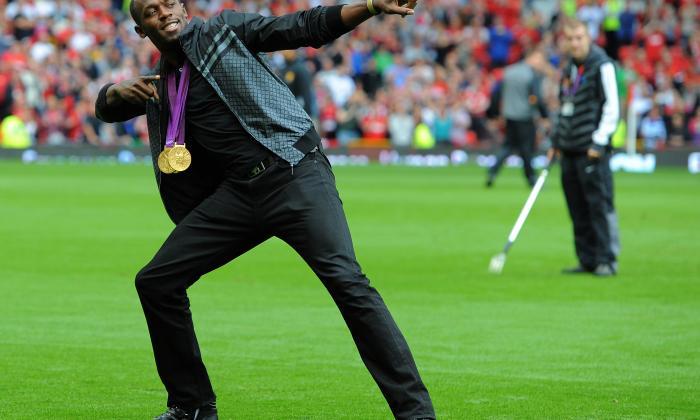 Usain Bolt haciendo su típica celebración.