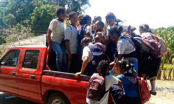Así se transportan los escolares en algunas regiones de Colombia.